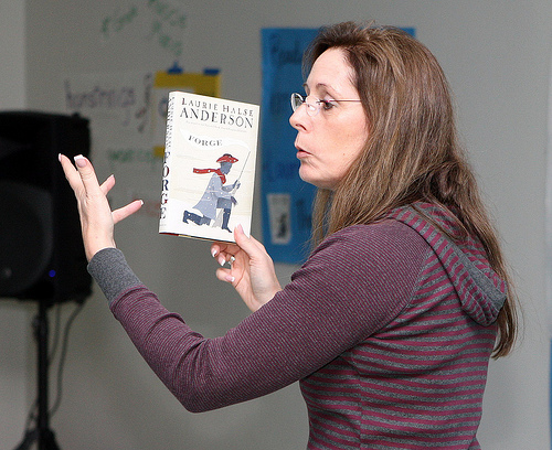 Essay questions for speak by laurie halse anderson